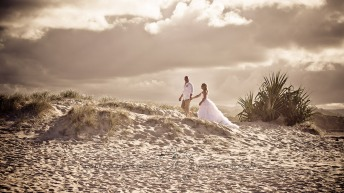 currumbin beach prue ben kiss the groom photography-0682