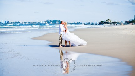 currumbin beach prue ben kiss the groom photography-0703