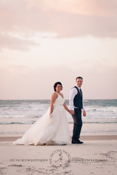 kingscliff bowls club boat shed wedding sarah joe kiss the groom photography-0519