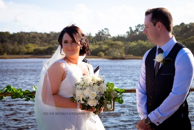 kingscliff bowls club boat shed wedding sarah joe kiss the groom photography-2