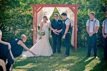 amore gardens yasmin dahmon wedding kiss the groom gold coast photography-0288