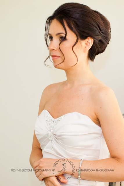 currumbin vikings beach wedding tatiana raylander kiss the groom gold coast wedding photographer-0003