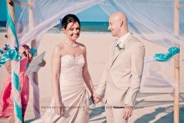 currumbin vikings beach wedding tatiana raylander kiss the groom gold coast wedding photographer-0267