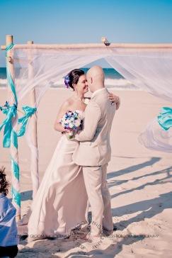 currumbin vikings beach wedding tatiana raylander kiss the groom gold coast wedding photographer-0335