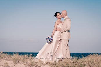 currumbin vikings beach wedding tatiana raylander kiss the groom gold coast wedding photographer-0485