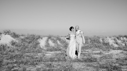 currumbin vikings beach wedding tatiana raylander kiss the groom gold coast wedding photographer-0498