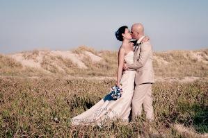 currumbin vikings beach wedding tatiana raylander kiss the groom gold coast wedding photographer-0515