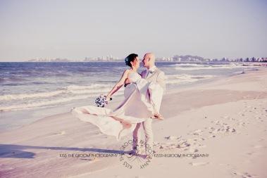 currumbin vikings beach wedding tatiana raylander kiss the groom gold coast wedding photographer-0570