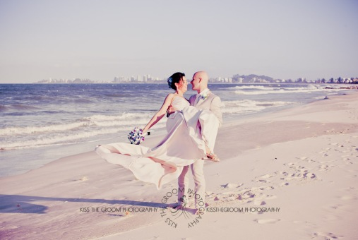 currumbin vikings beach wedding tatiana raylander kiss the groom gold coast wedding photographer-0570