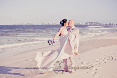 currumbin vikings beach wedding tatiana raylander kiss the groom gold coast wedding photographer-0571