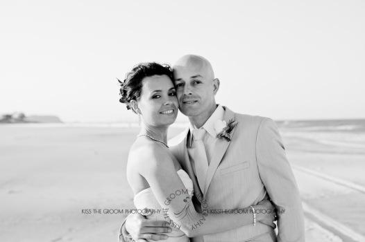 currumbin vikings beach wedding tatiana raylander kiss the groom gold coast wedding photographer-0691
