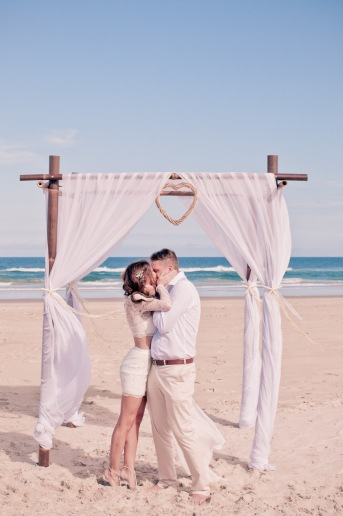 casuarine beach wedding barry cat kiss the groom gold coast wedding photographer-0447
