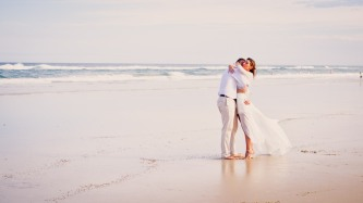 casuarine beach wedding barry cat kiss the groom gold coast wedding photographer-0750