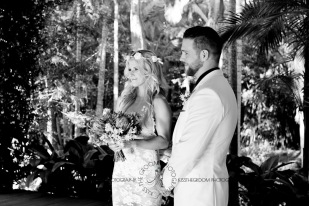 cedar creek lodges trina steve wedding kiss the groom mt tamborine wedding photographer-0348