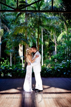 cedar creek lodges trina steve wedding kiss the groom mt tamborine wedding photographer-0451