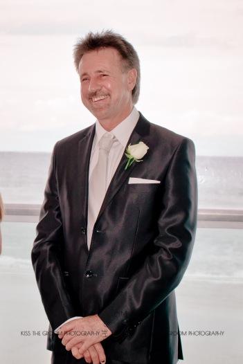 oskars wedding vicki karl kiss the groom gold coast wedding photographer-0117