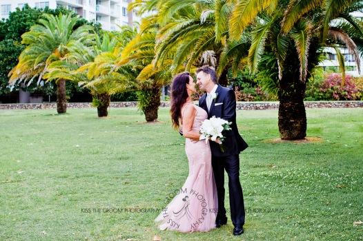 oskars wedding vicki karl kiss the groom gold coast wedding photographer-0415