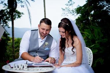 st bernards mt tamborine nikita james wedding kiss the groom mt tamborine wedding photographer-0508