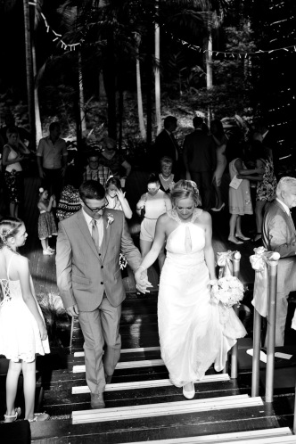 cedar creek lodges stacey paul wedding kiss the groom photographyu-0592