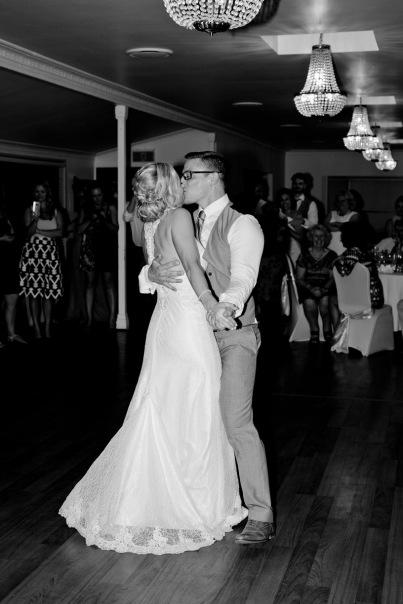 cedar creek lodges stacey paul wedding kiss the groom photographyu-1093