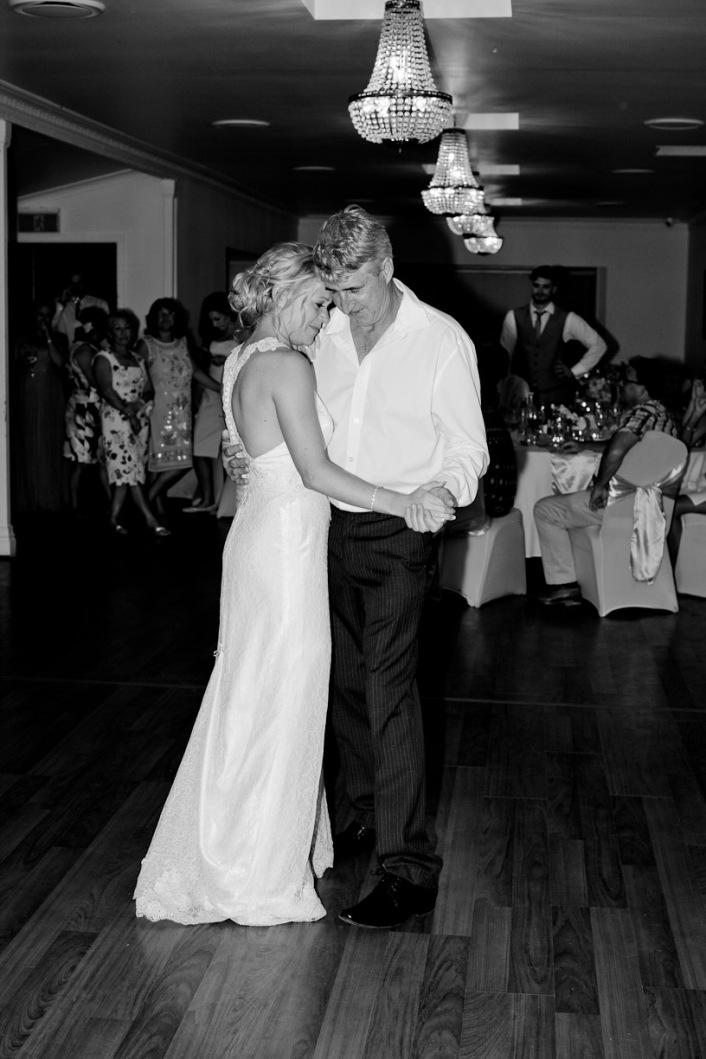 cedar creek lodges stacey paul wedding kiss the groom photographyu-1110