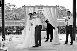 currumbin wedding jodi nat kiss the groom gold coast wedding photographer-0455