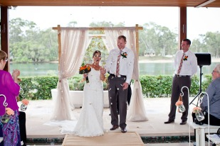 currumbin wedding jodi nat kiss the groom gold coast wedding photographer-0511