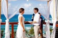 pat-fagan-park-kirra-beach-wedding-kiss-the-groom-photography-0488