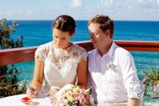 pat-fagan-park-kirra-beach-wedding-kiss-the-groom-photography-0553