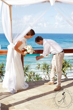 pat-fagan-park-kirra-beach-wedding-kiss-the-groom-photography-0569