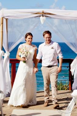 pat-fagan-park-kirra-beach-wedding-kiss-the-groom-photography-0578