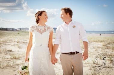 pat-fagan-park-kirra-beach-wedding-kiss-the-groom-photography-0767