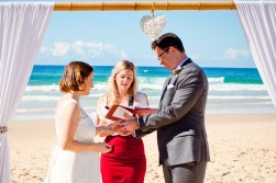 burleigh heads wedding kiss the groom-0183