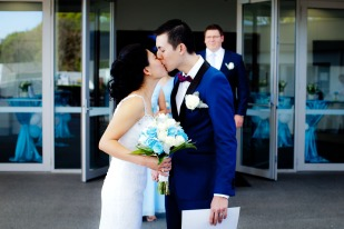 gold coast wedding kiss the groom photography-0578