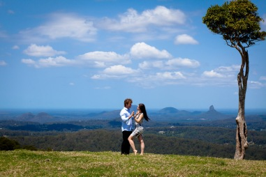 maleny one tree hill engagement shoot ben nataliya kiss the groom-0014