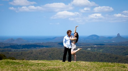 maleny one tree hill engagement shoot ben nataliya kiss the groom-0016