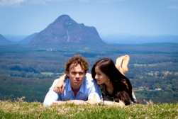 maleny one tree hill engagement shoot ben nataliya kiss the groom-0024
