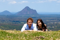 maleny one tree hill engagement shoot ben nataliya kiss the groom-0036