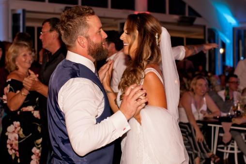 tweed heads wedding rachel pat kiss the groom-1048